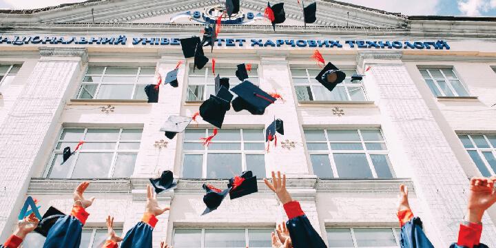 بورسیه تحصیلی ارائه شده هر دانشگاه در کانادا